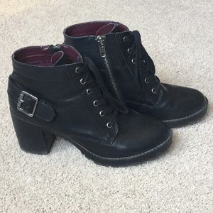 Steve Madden size 7 black leather booties